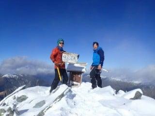 冬山の山頂からの景色