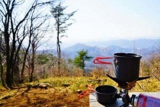 景色を楽しみながら食べる山ごはん